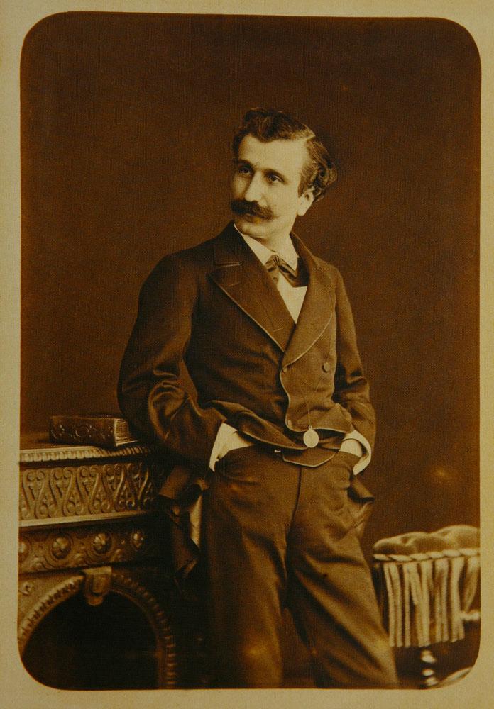 Εικ. 12. Ο ηθοποιός Tovmas Fasulyaciyan γύρω στο 1890. Φωτογραφία του Νικόλαου Ανδρειωμένου.