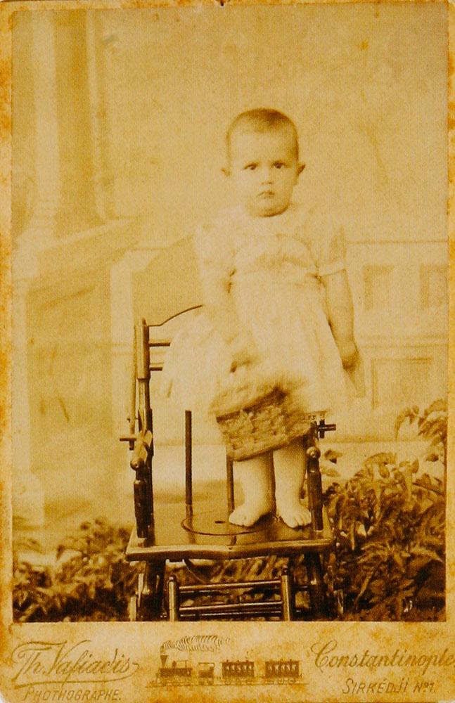 Εικ. 14. Πορτρέτο παιδιού γύρω στο 1900. Φωτογραφία του Θεοδώρου Βαφειάδη.