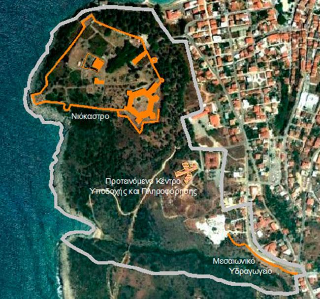 Εικ. 7. Η περιοχή του δυτικού τμήματος του οικισμού της Πύλου, όπου προτείνεται η διαμόρφωση ενιαίου αρχαιολογικού πάρκου. Πηγή: Google Earth (4.3.2012) και ιδία επεξεργασία.
