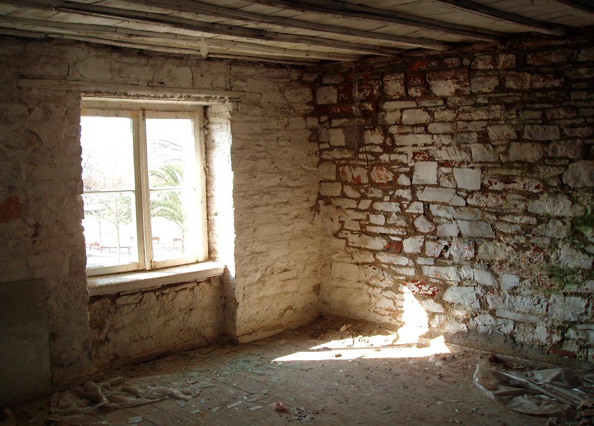 Εικ. 23. Άποψη του δυτικού δωματίου στον α΄ όροφο της οικίας.
