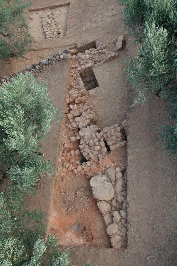 Άγιος Βασίλειος Ξηροκαμπίου: Η ανατολική πλευρά του λεγόμενου «Κτηρίου Δ», από αέρος (ανασκαφή 2011).
