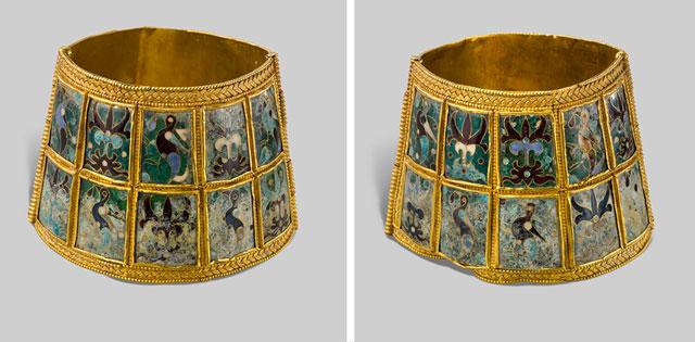 Χρυσά περικάρπια με παραστάσεις από περίκλειστο σμάλτο. 9ος-10ος αιώνας. Μουσείο Βυζαντινού Πολιτισμού, Θεσσαλονίκη.