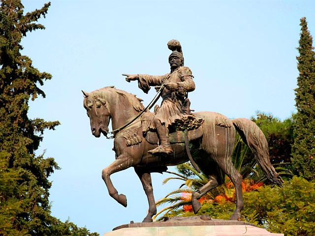 Το άγαλμα του Θ. Κολοκοτρώνη στο Πάρκο Κολοκοτρώνη στο Ναύπλιο (φωτ. nafplio-tour.gr).