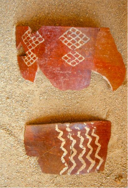 Εικ. 9. Κεραμική της Mέσης Nεολιθικής περιόδου.