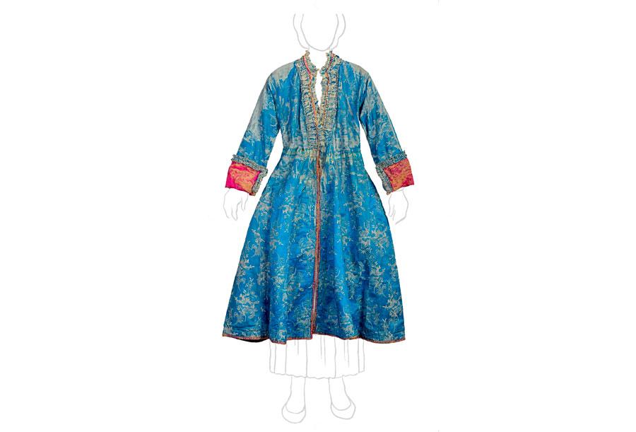 Καφτάνι: εξωτερικό μακρύ ένδυμα από χρωματιστό κλαδωτό ατλαζωτό ύφασμα. Αποτελεί χαρακτηριστικό γιορτινό ένδυμα της γυναικείας σουφλιώτικης φορεσιάς. Σουφλί, Μουσείο Μετάξης.