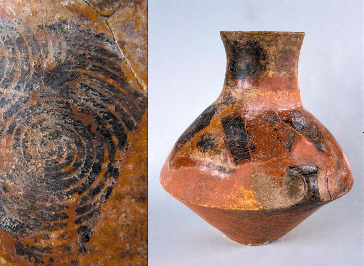 Εικ. 11. Στην αρχαιότερη κτιριακή φάση Ι η χαρακτηριστική κατηγορία διακοσμημένης κεραμικής είναι τα διακοσμημένα με Bitumen αγγεία.