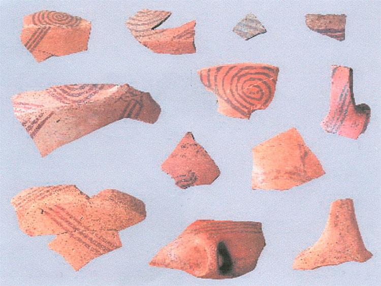 Εικ. 12. Στην κτιριακή φάση ΙΙ εμφανίζεται και η γραπτή κεραμική τύπου Ακροπόταμος Α.