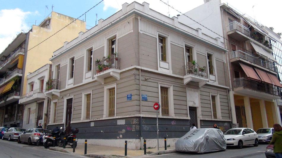Περίτεχνο κτίριο στη συμβολή των οδών Ροστάν και Παλαμά στα Πατήσια (φωτ. Monumenta).