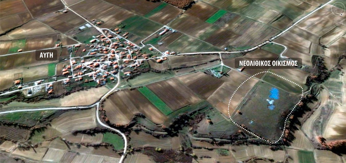 Εικ. 2. Ο χώρος της σύγχρονης Αυγής Καστοριάς  και του νεολιθικού οικισμού (από ΒΑ).
