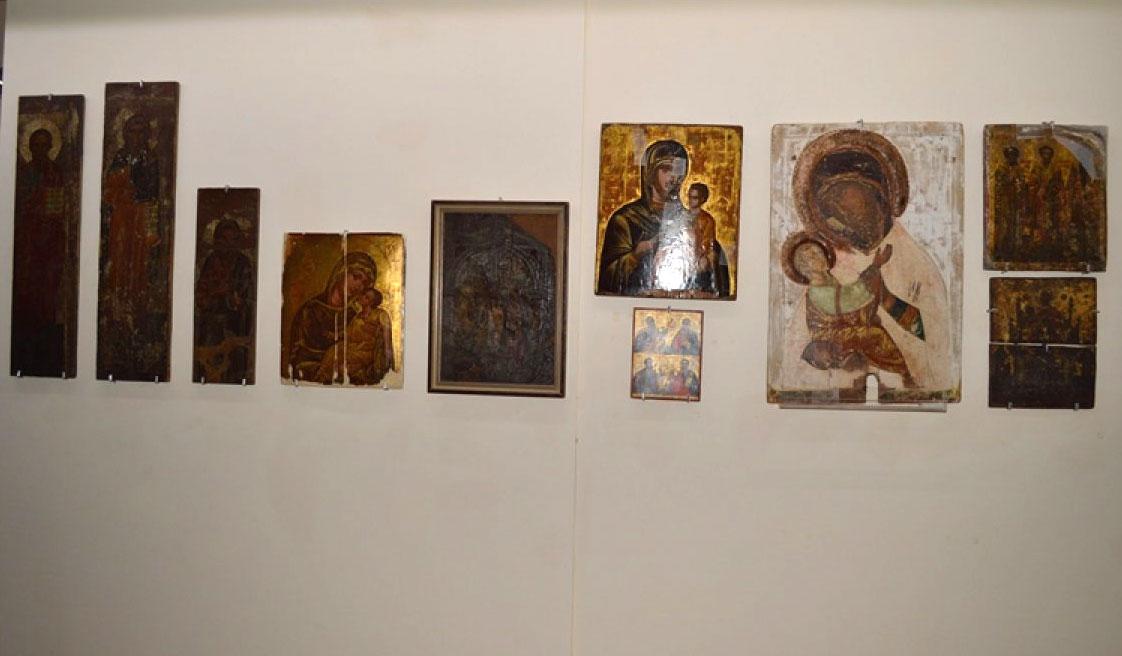 Εικ. 1. Άποψη της έκθεσης με εικόνες από το ναό Αγίας Ζώνης Αμμοχώστου, 16ος αιώνας.