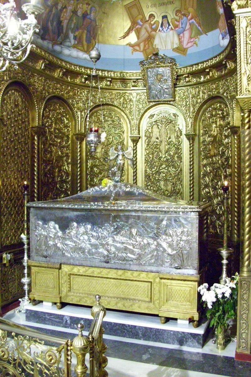 Εικ. 4. Γενική άποψη του δωματίου του Αγ. Διονυσίου στο εσωτερικό του ομώνυμου ναού. (φωτ. Χρ. Καρύδης)