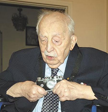 Εικ. 2. Ο Δημήτριος Καλούμενος (1912-2006).