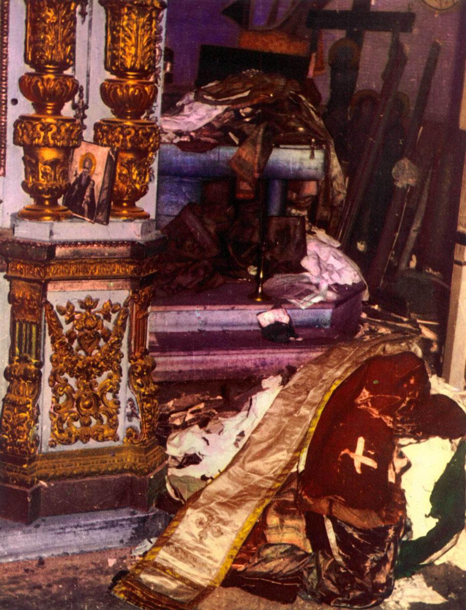 Εικ. 4. Φωτογραφία από το λεύκωμα του Δ. Καλούμενου «Η Σταύρωση του Χριστιανισμού».
