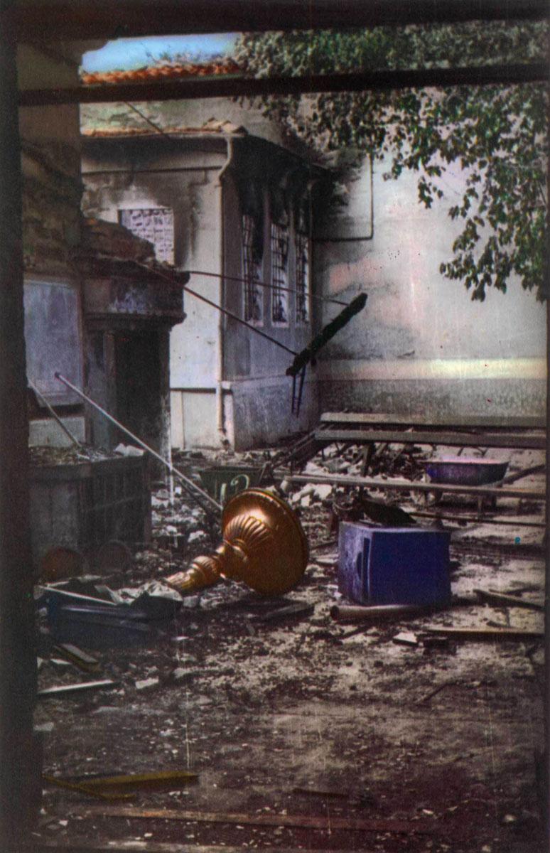 Εικ. 7. Φωτογραφία από το λεύκωμα του Δ. Καλούμενου «Η Σταύρωση του Χριστιανισμού».