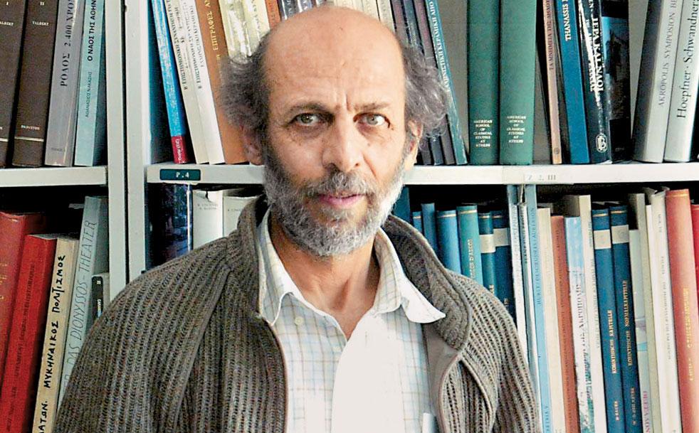 Ο καθηγητής Μανόλης Κορρές.