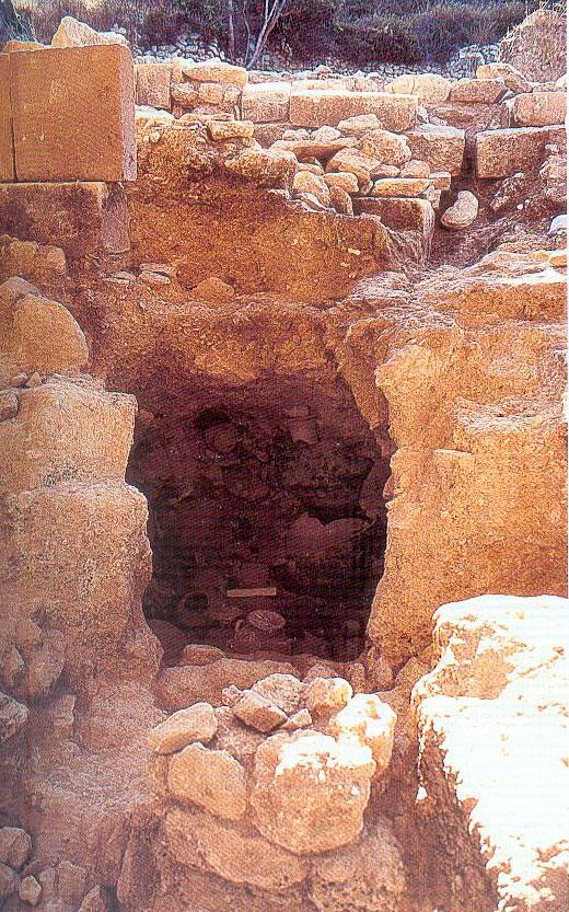 Εικ. 5. Ο τάφος Α1Κ1 της Ελεύθερνας. (Σταμπολίδης 2004)