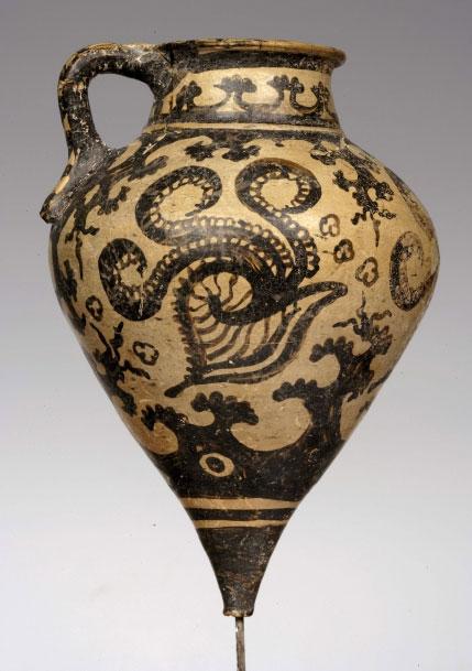 Πήλινο ρυτό από το ανάκτορο της Φαιστού. 1500-1450 π.Χ. Αρχαιολογικό Μουσείο Ηρακλείου.