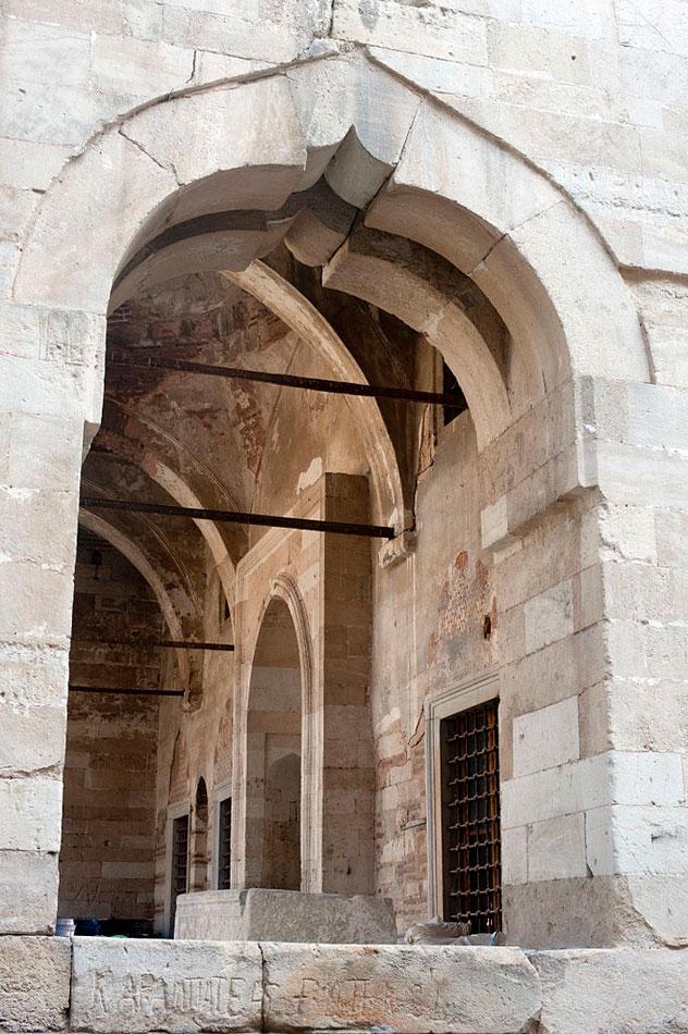 Το Ζινζιρλί τζαμί άνοιξε τις πύλες του μετά από δύο αιώνες (φωτ. Βασίλης Καφταντζής).