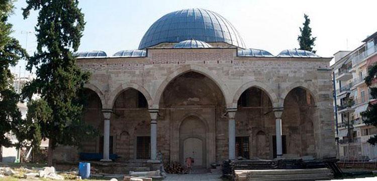 Το Ζινζιρλί τζαμί βρίσκεται στο νοτιοδυτικό τμήμα της πόλης των Σερρών, στην πλατεία Εμπορίου, και αποτελεί σημείο αναφοράς στην πολιτιστική ζωή του τόπου (φωτ. Βασίλης Καφταντζής).