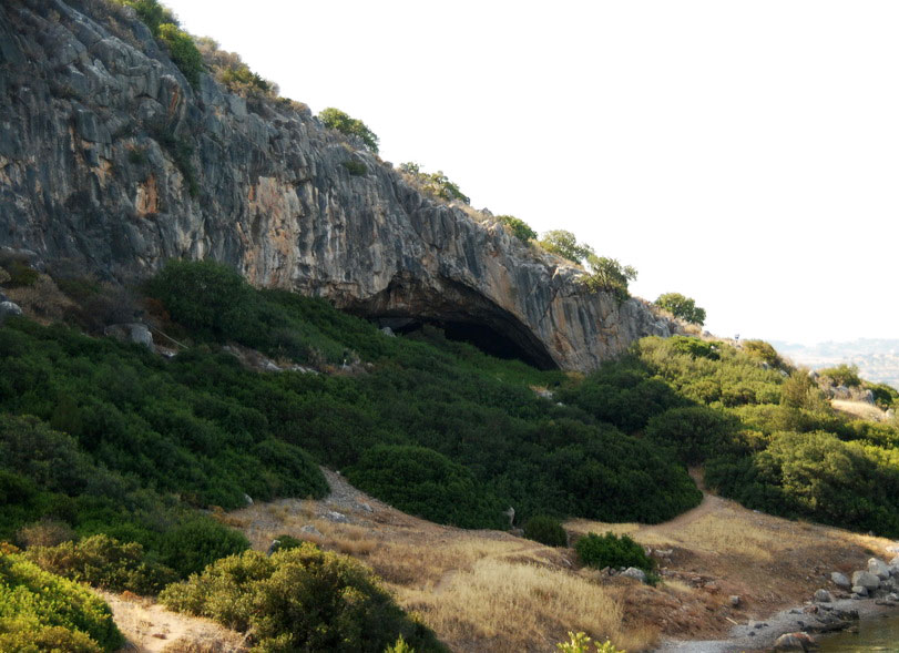 Εικ. 1. Σπήλαιο Φράγχθι. Άποψη της εισόδου.