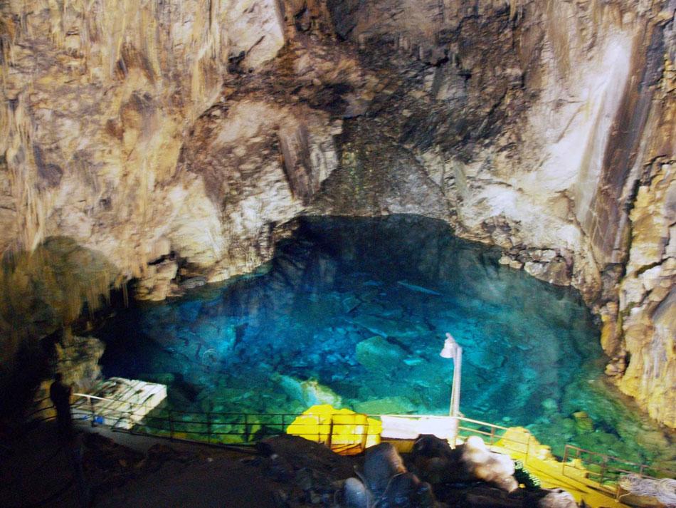 Εικ. 22. Σπήλαιο Αλεπότρυπα. Γενική άποψη της λίμνης.