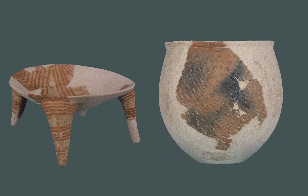 Εικ. 35. Κέντρο Θεόπετρας. Αντιπροσωπευτικά εκθέματα από νεολιθικά αγγεία.