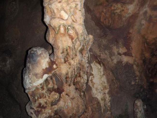 Εικ. 40. Σπήλαιο Κουτούκι. Ο λιθωματικός διάκοσμος του σπηλαίου μετά τον καθαρισμό της χλωρίδας.