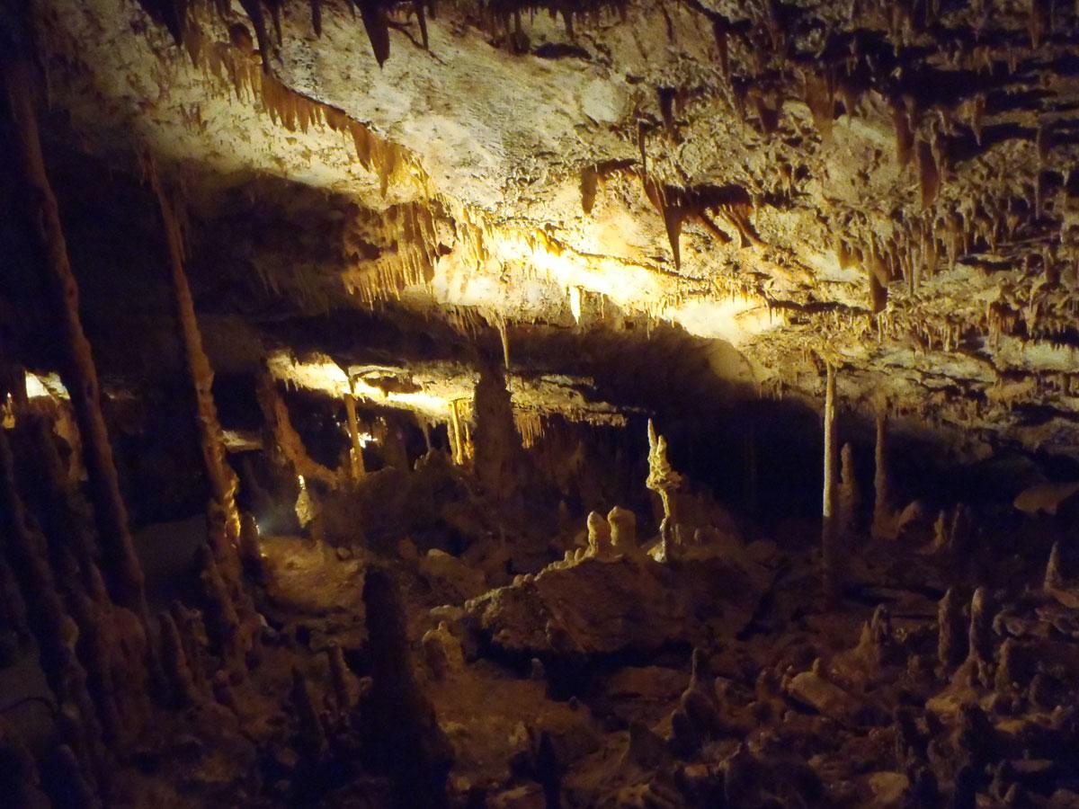 Εικ. 41. Σπήλαιο Κουτούκι. Το σπήλαιο μετά τον καθαρισμό και τον ηλεκτροφωτισμό του.