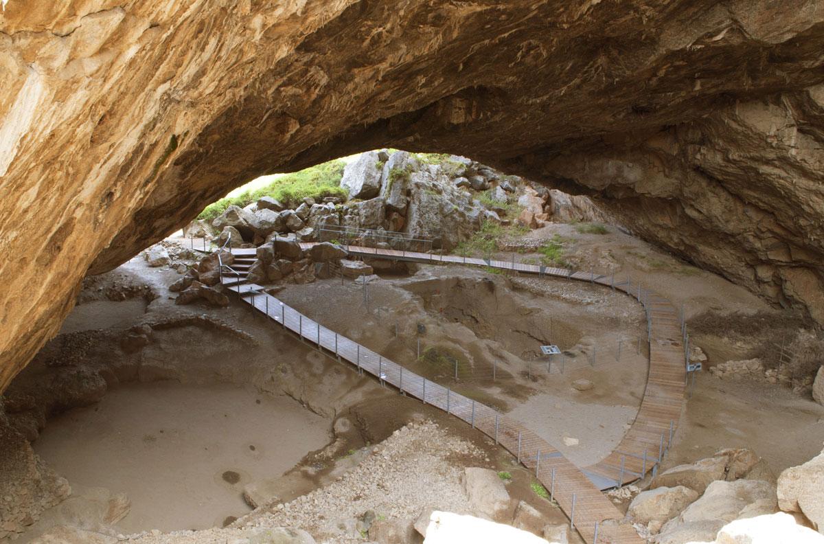 Εικ. 7. Σπήλαιο Φράγχθι. Διάδρομος περιήγησης.