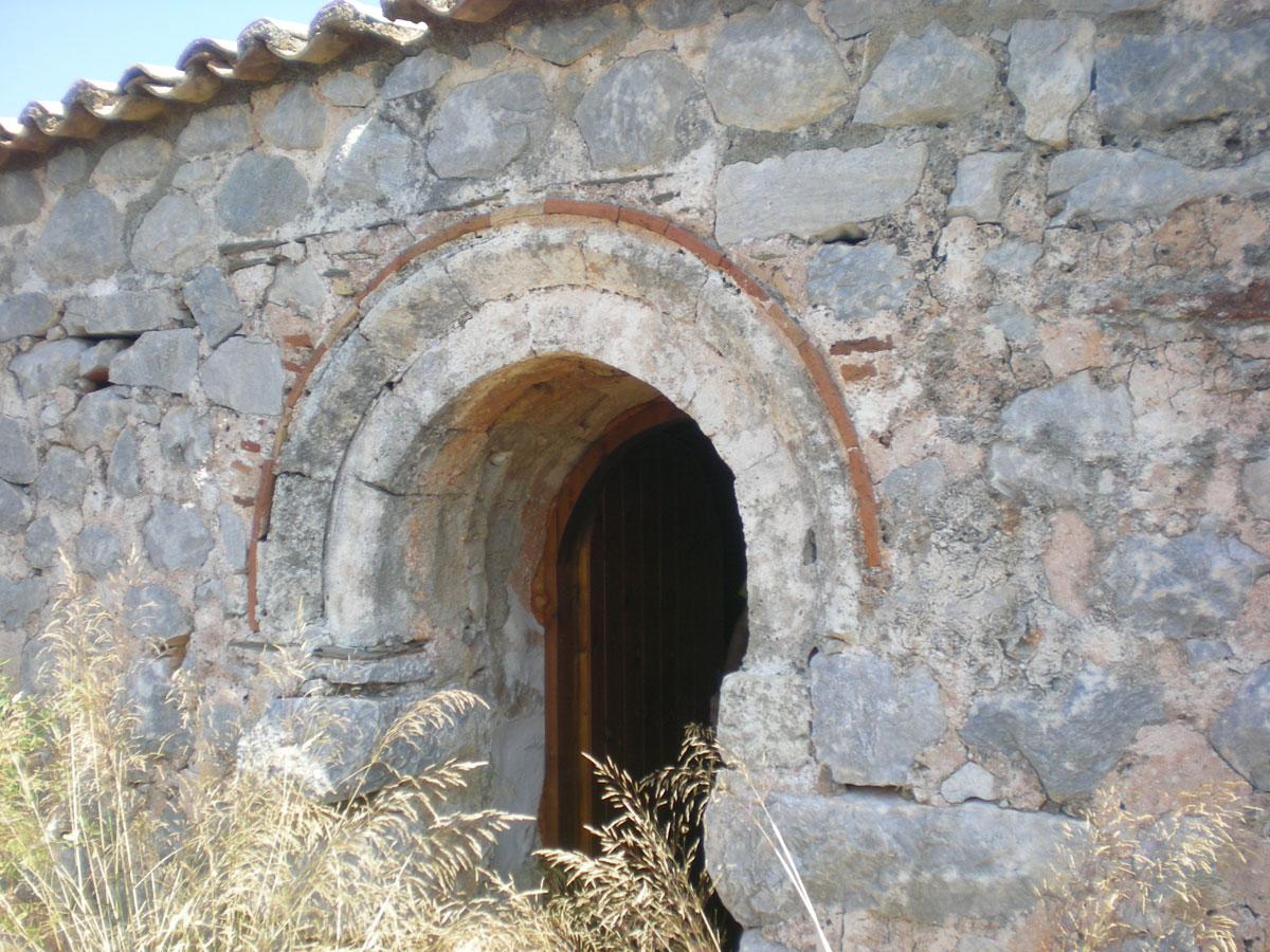 Εικ. 7. Όψη βυζαντινού ναού στη Μάνη (πηγή: προσωπικό αρχείο).