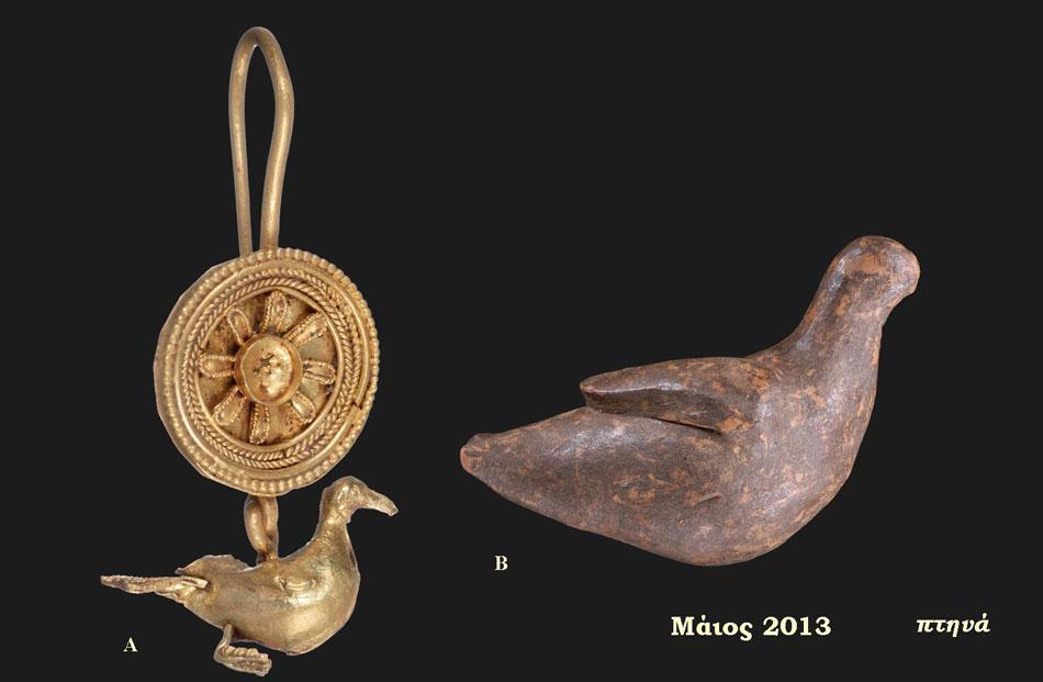 A. Χρυσό σκουλαρίκι που απολήγει σε μορφή πτηνού, 2ος αι. π.Χ., Ταφικό Μνημείο Ρίζιανης (Αίθουσα 4 - Ενότητα V), Β. πήλινο ειδώλιο πτηνού, Ελληνιστική περίοδος, Ντόλιανη (Αίθουσα 1 - Ενότητα ΙΙ), Αρχαιολογικό Μουσείο Ηγουμενίτσας.