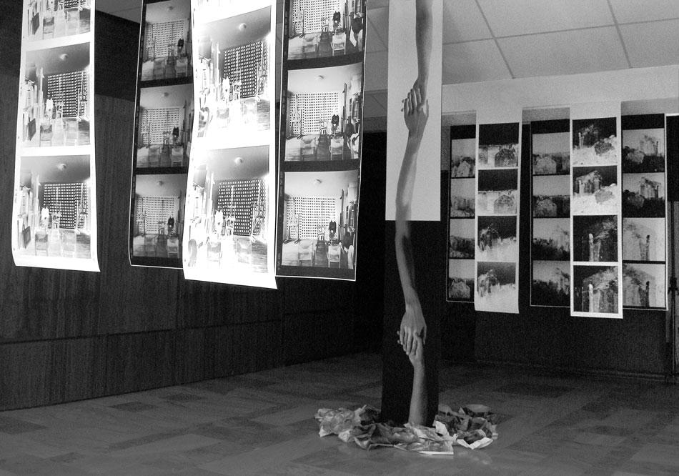 Εικ. 5. Από την έκθεση-εγκατάσταση του Κωνσταντίνου Ιγνατιάδη «Η αυτοπροσωπογραφία και άλλα ερείπια».