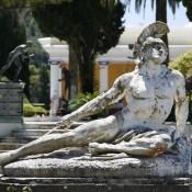 Μνημεία χαρακτηρίστηκαν τα μαρμάρινα γλυπτά του Αχιλλείου στην Κέρκυρα