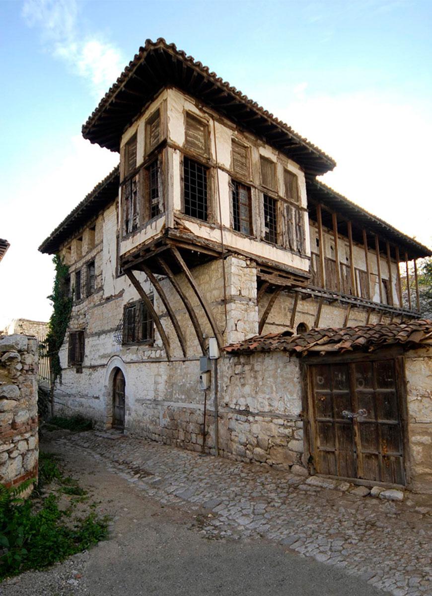 Το Αρχοντικό Μπασάρα στο Ντολτσό (φωτ. ΑΠΕ-ΜΠΕ / Δήμος Καστοριάς).