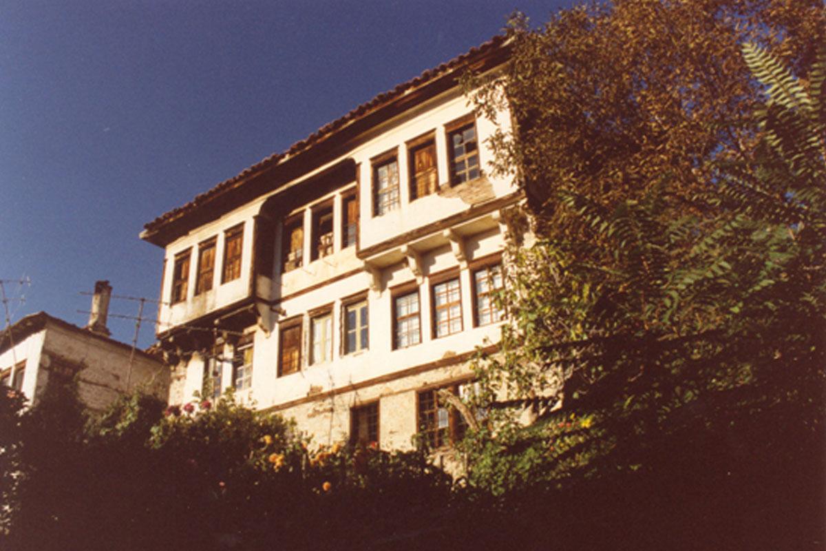 Το Αρχοντικό Μητούση πριν τις εργασίες αποκατάστασης (φωτ. ΑΠΕ-ΜΠΕ / Δήμος Καστοριάς).