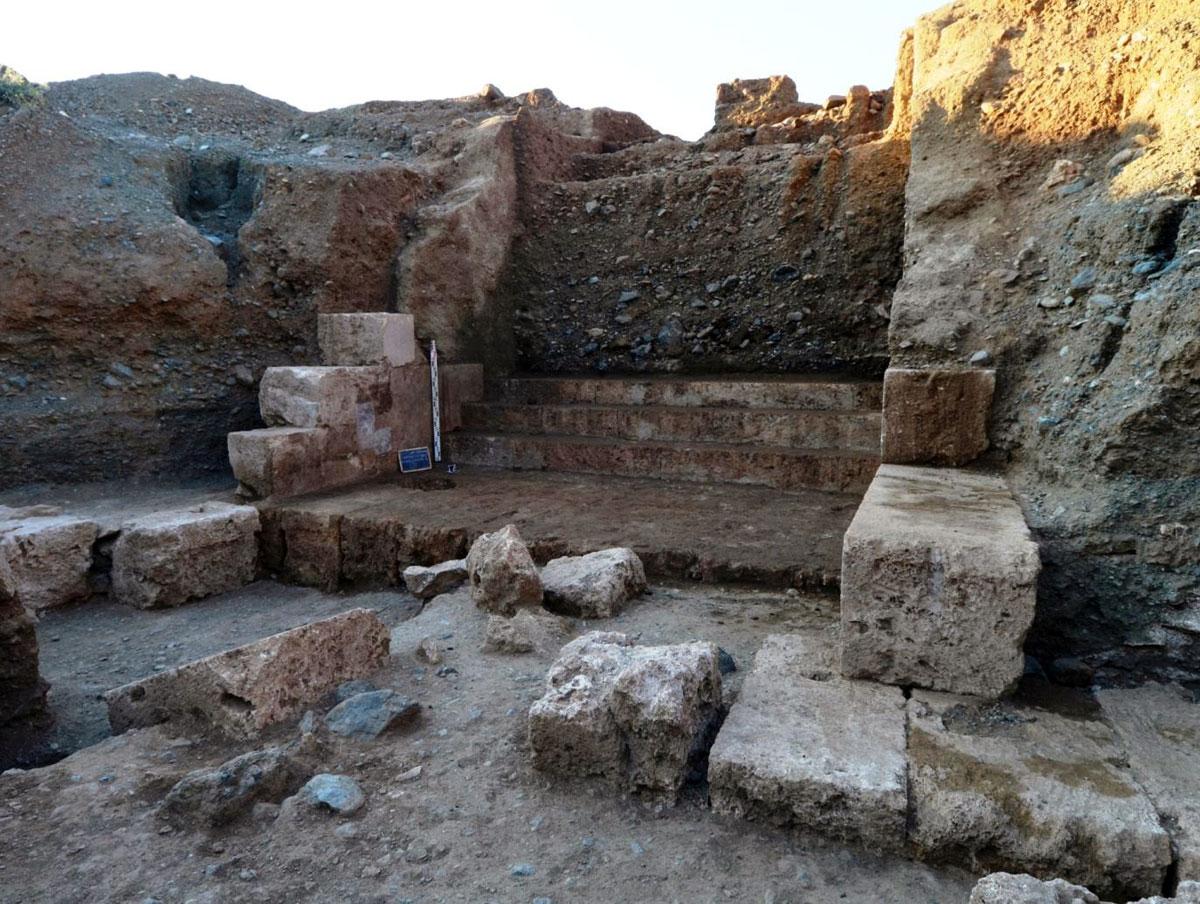 Άποψη της ανασκαφής στη βασιλική Νεκρόπολη των Αιγών (φωτ. ΑΠΕ-ΜΠΕ / ΙΖ΄ ΕΠΚΑ).