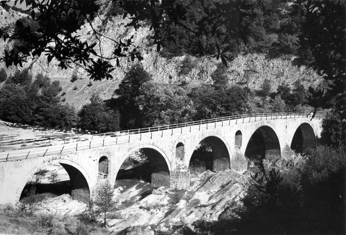 Εικ. 7. Το γεφύρι του Σπανού (Γ.Π. Τσότσος, Μακεδονικά γεφύρια, σ. 35, εικ. 5).