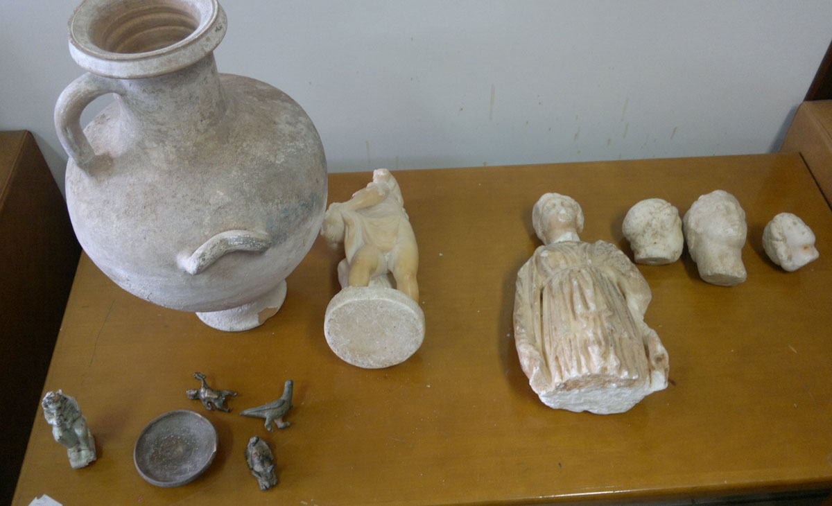 Αρχαιότητες που κατασχέθηκαν στην Κυπαρισσία Μεσσηνίας (φωτ. Ελληνική Αστυνομία).