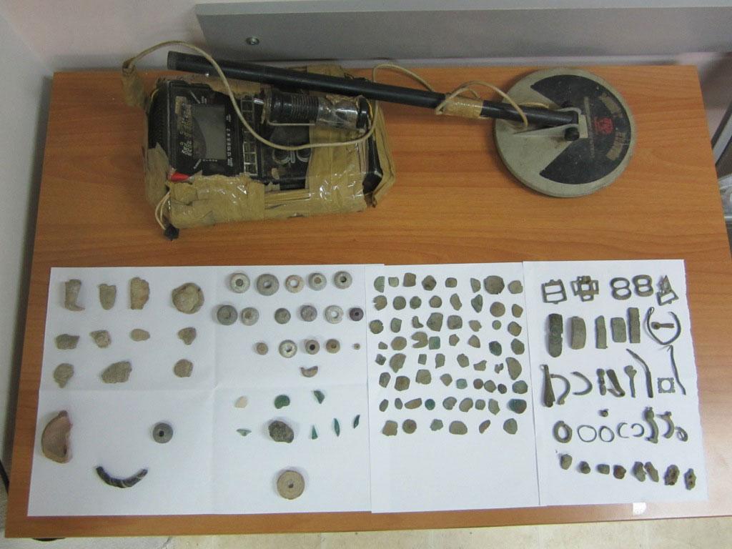 Αρχαιότητες που κατασχέθηκαν σε περιοχή της Ροδόπης (φωτ. Ελληνική Αστυνομία).