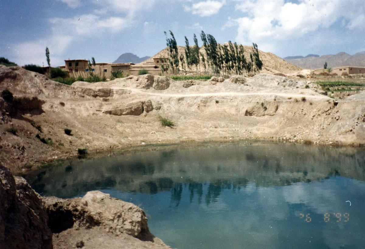 Το πηγάδι στο χωριό Mir Zakah του ανατολικού Αφγανιστάν, όπου βρέθηκε ο θησαυρός των νομισμάτων (φωτ. ΑΠΕ-ΜΠΕ / Osmund Bopearachchi).