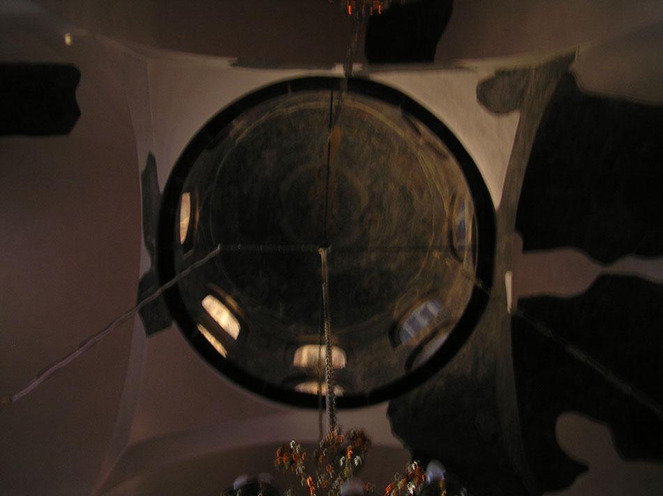 Εικ. 17. Πρωινές ακτίνες φωτός στο νότιο τύμπανο του τρούλου και στο νότιο σφαιρικό τρίγωνο (Ιούνιος, ώρα 06:00).