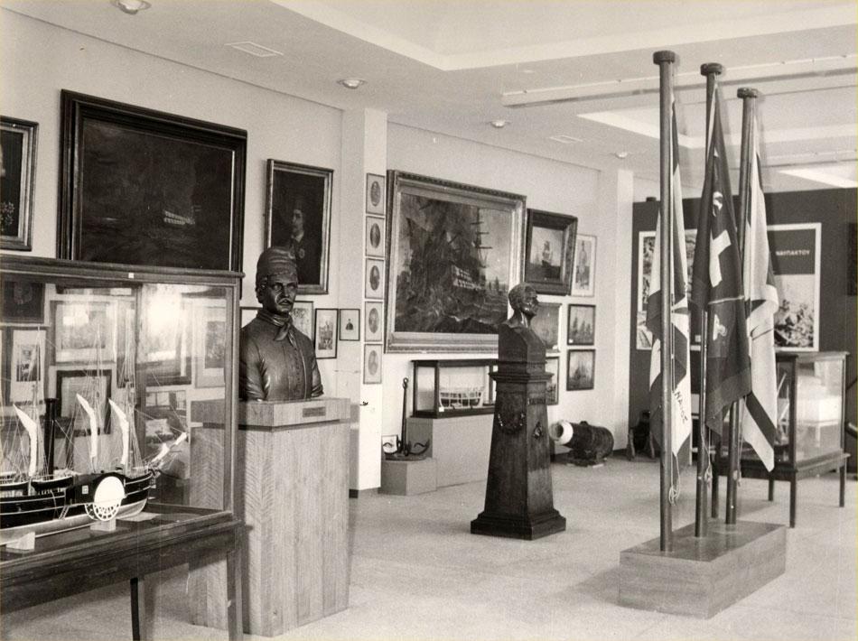 Εικ. 10. Άποψη αίθουσας του Μουσείου στο κτίριο της Μαρίνας της Ζέας.