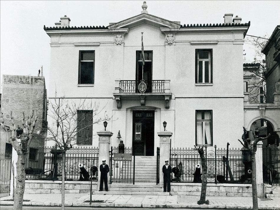 Εικ. 2. Η οικία Πιπινέλη στην Ακτή Μουτσοπούλου 18, όπου στεγάστηκε αρχικά το Ναυτικό Μουσείο της Ελλάδος.