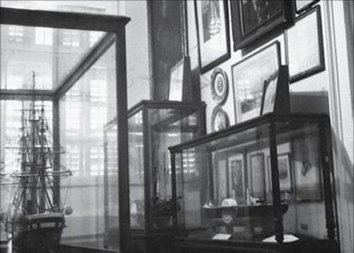Εικ. 5. Άποψη αίθουσας του Μουσείο στο κτίριο της οδού Μπουμπουλίνας στον Πειραιά.