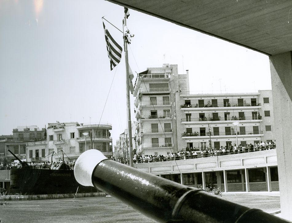 Εικ. 8. Στιγμιότυπο από τα εγκαίνια του ΝΜΕ στο κτίριο της Μαρίνας της Ζέας.