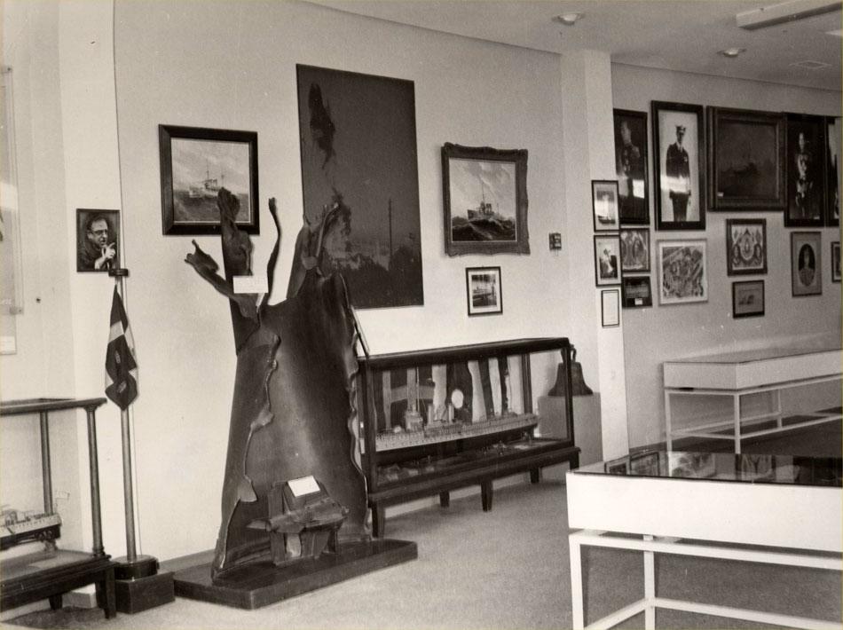 Εικ. 9. Άποψη αίθουσας του Μουσείου στο κτίριο της Μαρίνας της Ζέας.