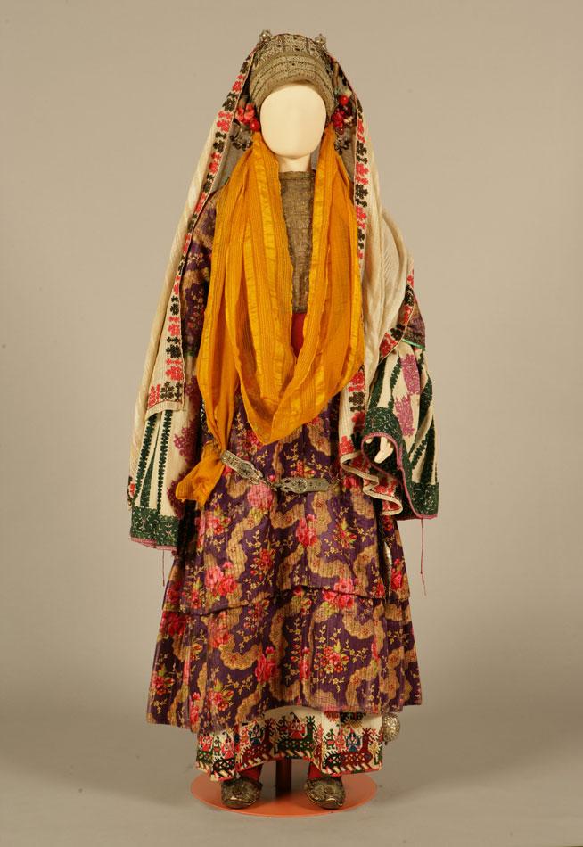 «Χρυσομάντηλο», νυφική ή γιορτινή φορεσιά. Αστυπάλαια, Δωδεκάνησα. Περίπου 1870.
