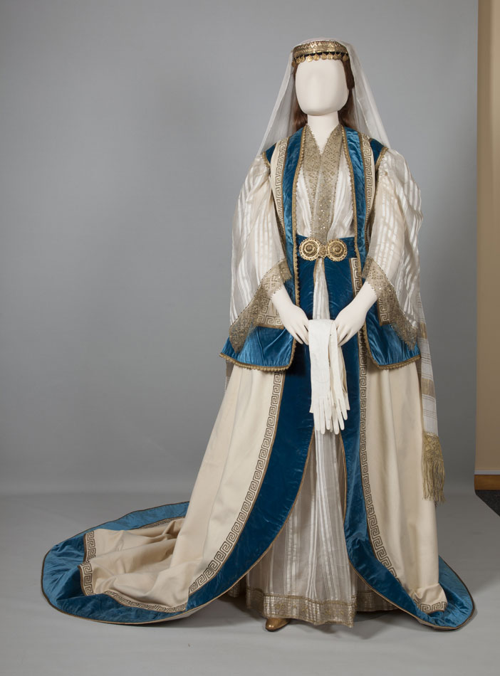 Eνδυμασία κυρίας επί των τιμών της βασίλισσας Όλγας. Αθήνα, Αττική. Μέσα 19ου αιώνα.