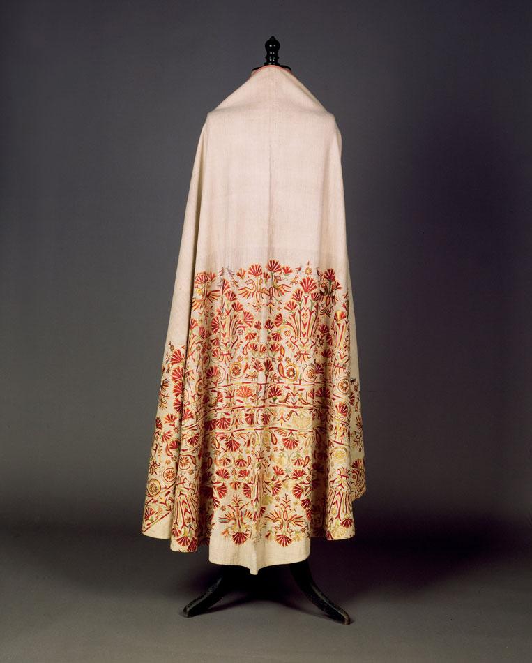 Φαιλόνιο λινομπάμπακο, κεντημένο με πολύχρωμα μετάξια. Κρήτη. Τέλη 18ου  αιώνα.