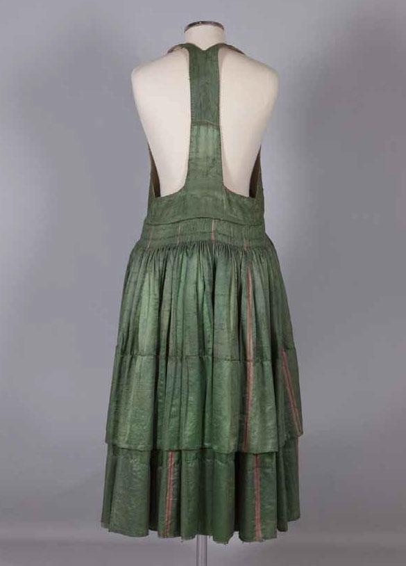 Φόρεμα της ενδυμασίας «σκλέτα». Αστυπάλαια, Δωδεκάνησα. Αρχές 20ού αιώνα.